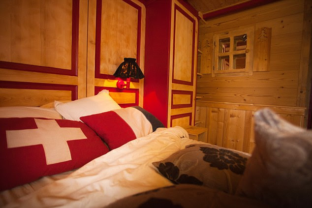 perierga.gr - Το μοναδικό ξενοδοχείο στον κόσμο που μπορείς να κοιμηθείς... σε δύο χώρες!