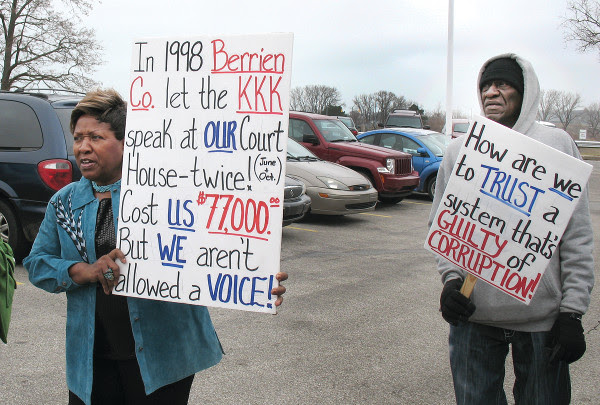 Benton Harbor residents express their outrage. PHOTO/BOB LEE, PEOPLE'S TRIBUNE