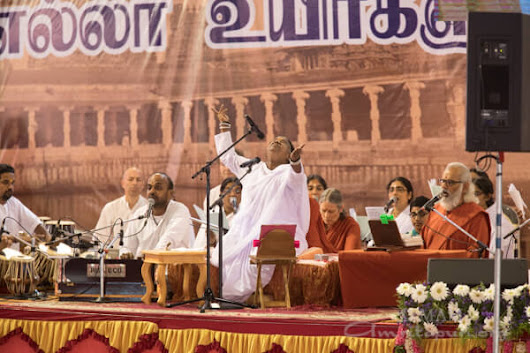 God is the indivisible oneness, devoid of all boundaries: Amma in Madurai - Amma, Mata Amritanandamayi Devi