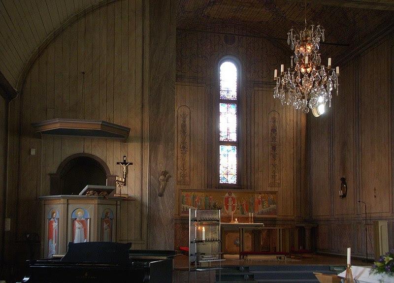 Allhelgonakyrkan inne 2012a.jpg