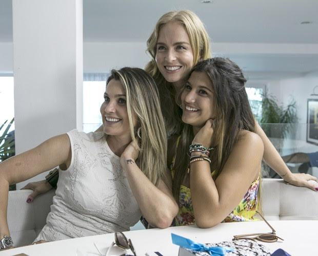 Angélica confere alguns detalhes da festa de 15 anos de Giulia, filha mais velha de Flávia Alessandra (Foto: Inácio Moraes / Gshow)