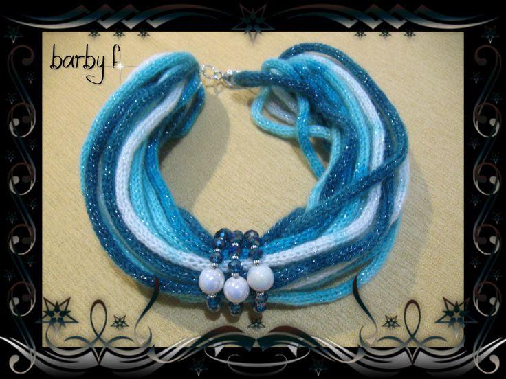 collo lana multicolor, cipollotti e perle di ceramica per la decorazione