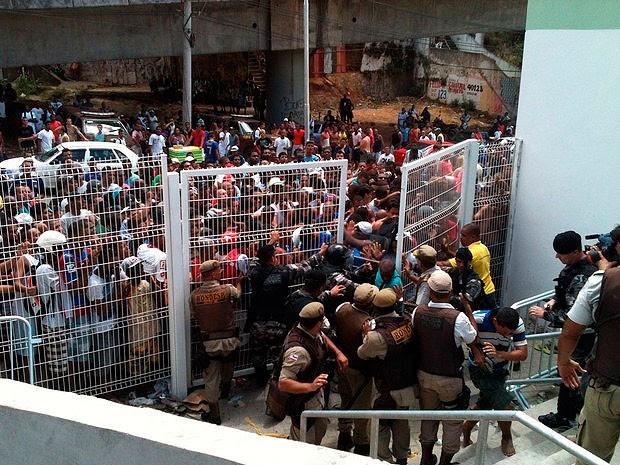 Confusão na venda de ingressos do Ba-Vi na Arena Fonte Nova, bahia (Foto: Thiago Pereira/ GloboEsporte.com)