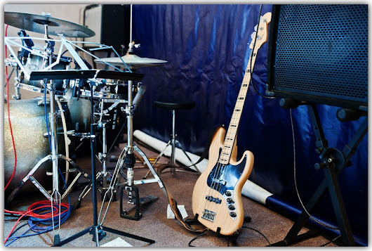 Grooving with the Bass Player - Drum Lessons in Los Angeles
