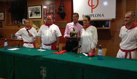 David Mora recoge el premio de Diario de Navarra al triunfador de la Feria del Toro de 2012