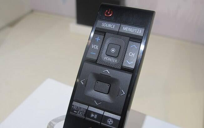 Controle remoto foi remodelado para melhorar a experiência com o Tizen. Foto: Emily Canto Nunes/iG São Paulo