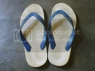 sandal jepit Pictures, Images and Photos