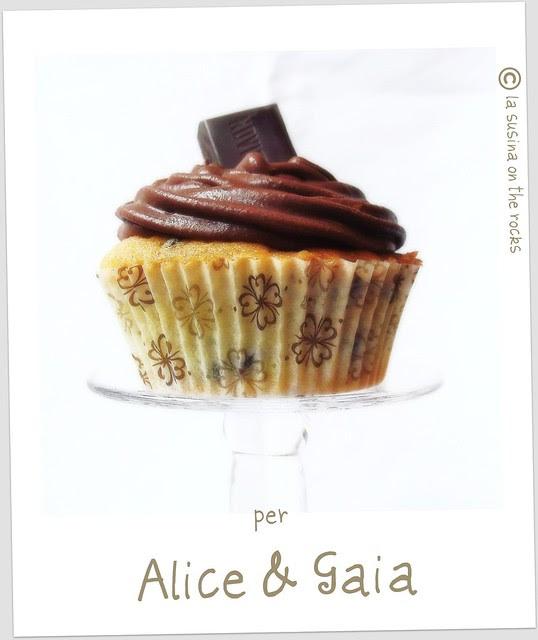 cupcake con frosting al cacao
