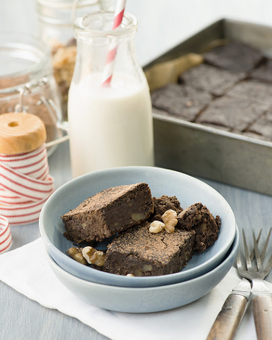 A Dash of Compassion  » Flourless plant-powered protein brownies (plus a Vega One giveaway)