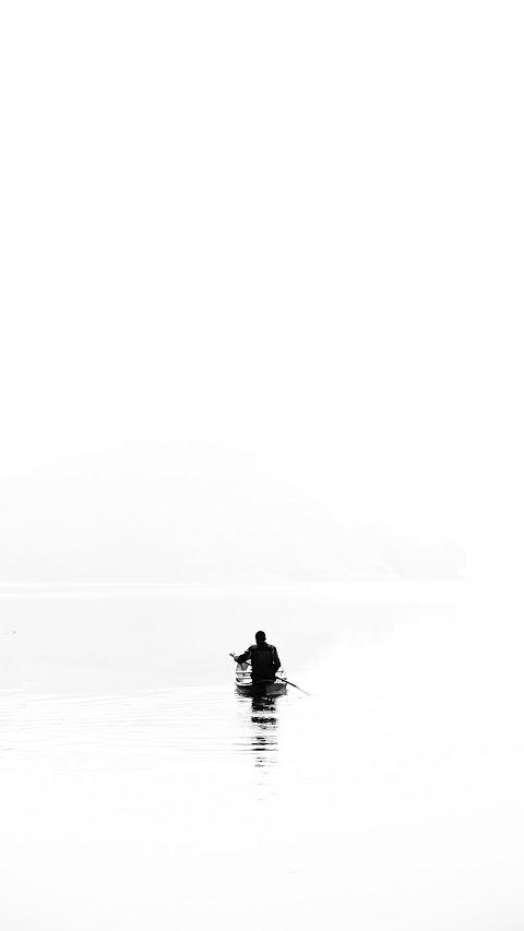 خلفية رجل في الزورق في الشاطئ بدقة عالية hd