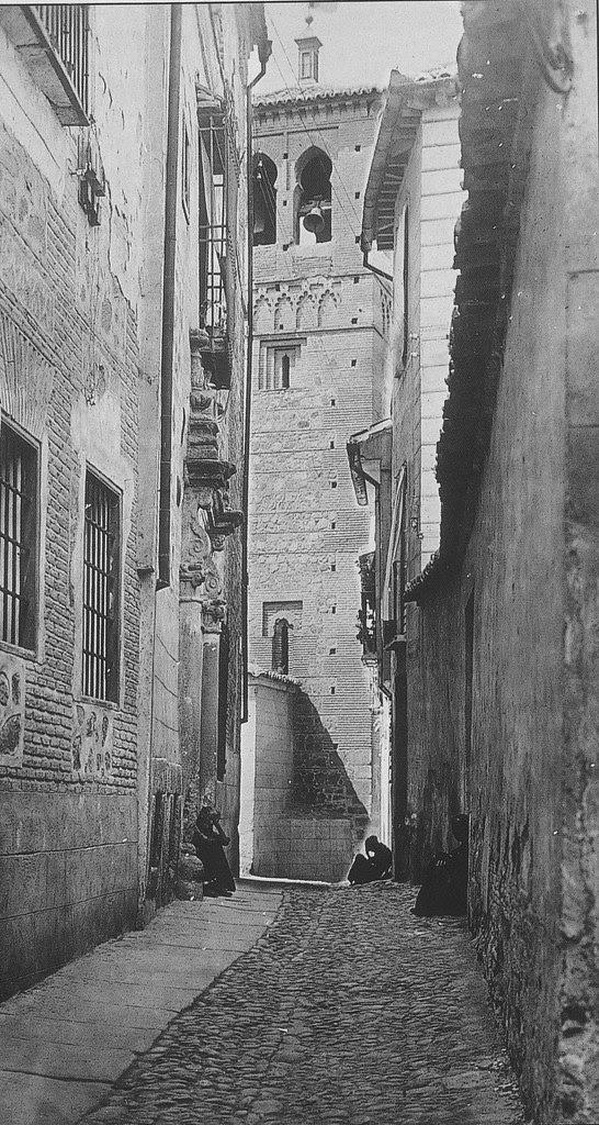 Torre de la Iglesia de Santa Leocadia desde el Callejón de San Ildefonso a comienzos del siglo XX
