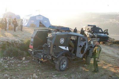Israeli Border Police invade Bab al-Karama