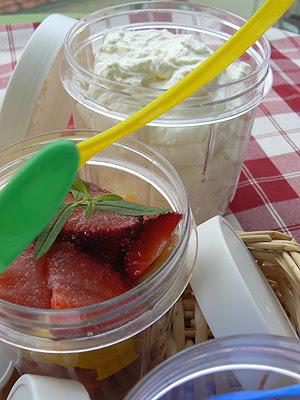 fraises, mangues, banaes, chantillly au yuzu.jpg