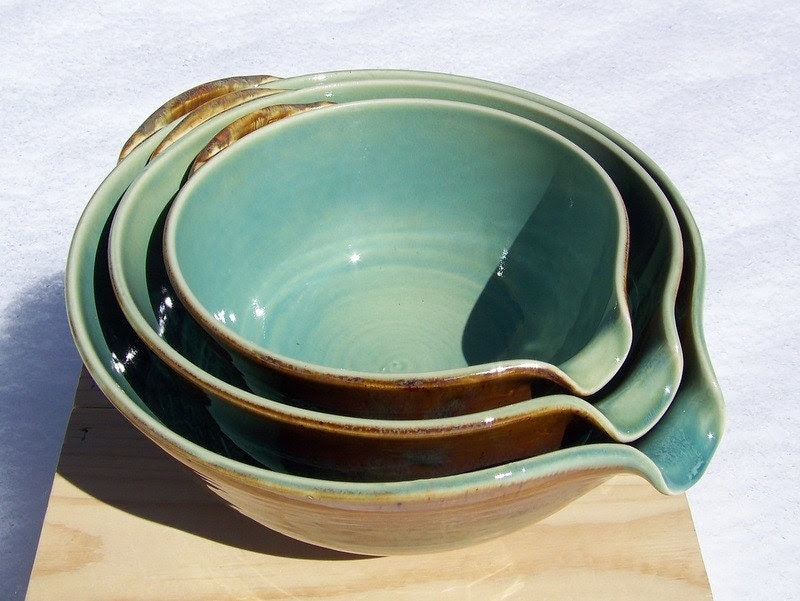 Glazed to Order - Set of 3 Nesting Pour Bowls