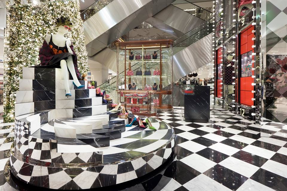 best-window-displays_au-printemps_2013_christmas_prada_04