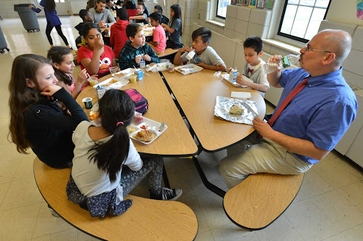Tracey Elementary brings teachers and students together for meals