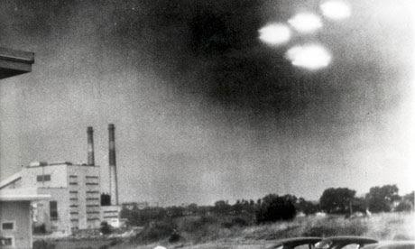http://static.guim.co.uk/sys-images/Guardian/Pix/pictures/2011/7/13/1310592487399/UFO-over-salem-massachuse-006.jpg