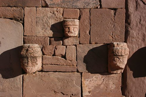 stone_faces_lining_a_wall_in_tihuanaco_archiological_ruins_on_the_altiplano_above_la_paz