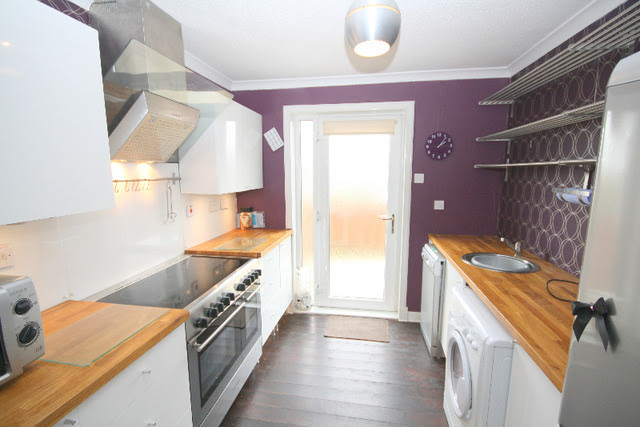 2 bedroom Flat to rent in Traquair Gardens Broughty Ferry ...