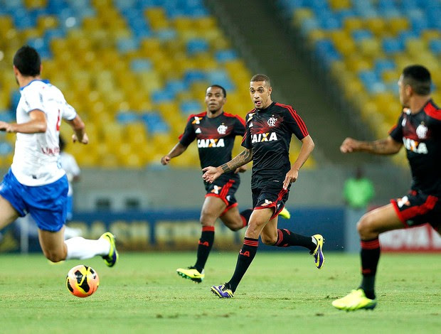 Paulinho jogo Flamengo e Bahia (Foto: Alexandre Cassiano / Agência O Globo)