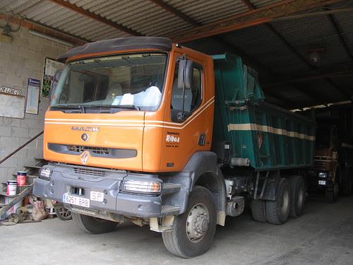 Renault-Mack bolquet de l'empresa TRANSPORTS RIBAS de Tossa de Mar (Girona)