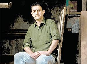 """O professor Cláudio Rodrigues, afastado por causa da doença, disse sentir que o seu trabalho """"não vale a pena"""""""
