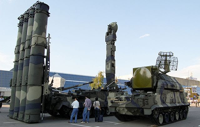http://upload.wikimedia.org/wikipedia/commons/thumb/6/66/Tor-M1_and_S-300V_SAM,_2008.jpg/640px-Tor-M1_and_S-300V_SAM,_2008.jpg
