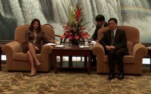 Laura Chinchilla con Alcalde de Shanghai. Archivo