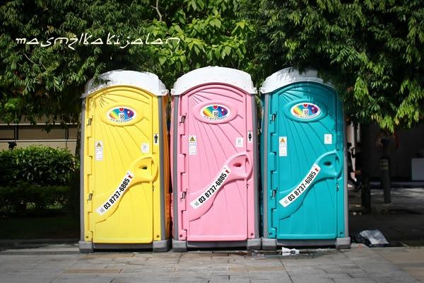 mobile toilets for bersih. Image from masmz.blogspot.com.