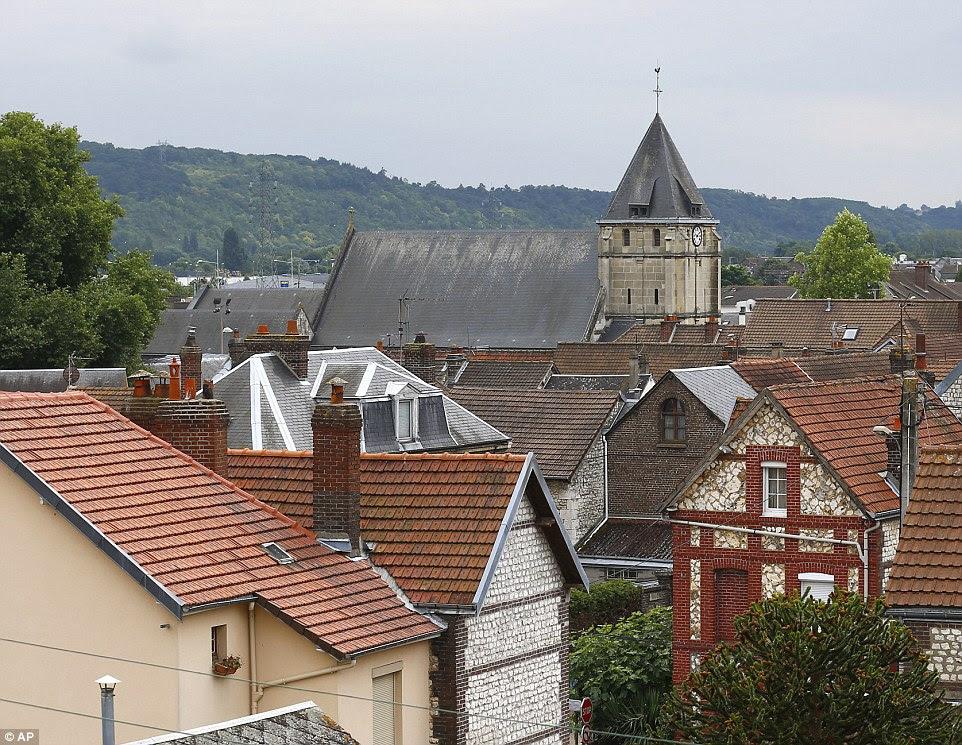 Ele vem como verificou-se que o edifício (centro superior) era um de um número de igrejas católicas em um terrorista encontrado em um suspeito extremista ISIS em abril passado 'lista negra'