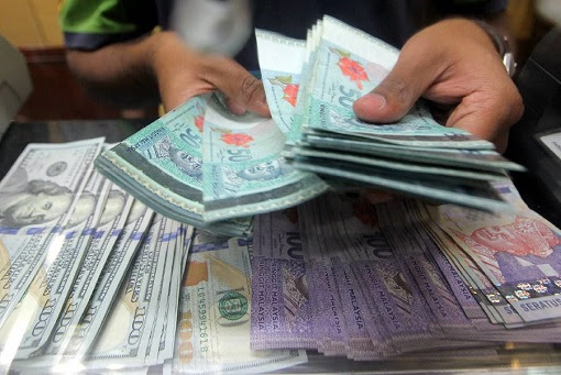 Counting Cash - Ringgit, Dollar and Other Currencies
