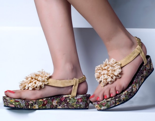 Girls-Womens-Beautiful-Casual-Eid-Flat-Footwear-Collection-2013-by-Metro-Shoes-2