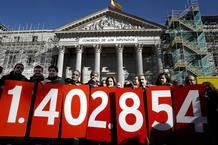 Los promotores de la iniciativa legislativa popular sobre la dación en pago frente al Congreso