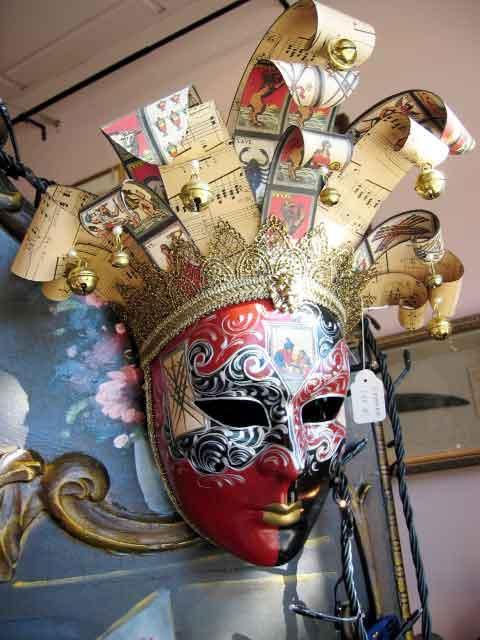 Como muestra la increíble belleza de las máscaras de carnaval venecianas.