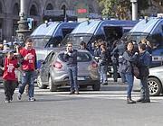 Camionette della polizia in piazza della Repubblica (Jpeg)