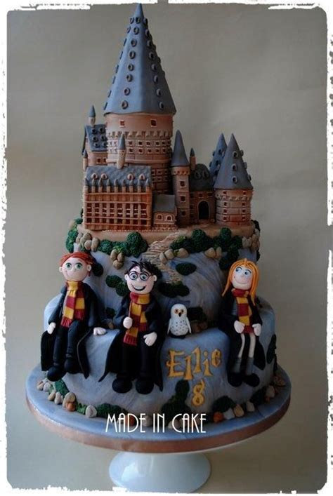 Hogwarts Harry Potter   Cake by June   Castle Cakes