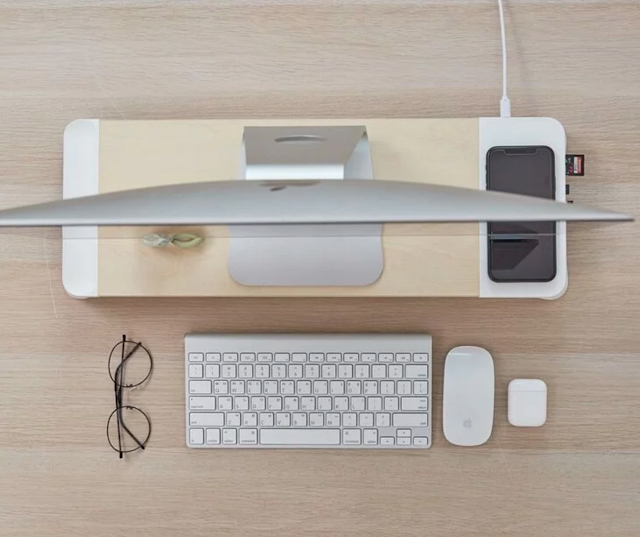 【POUT EYES8 木製螢幕架】3 大功能:提升電腦螢幕+15w 無線充電+USB 擴充埠功能