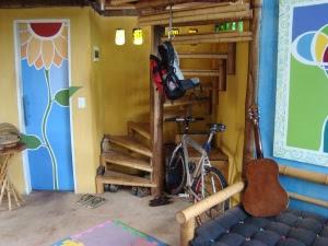 vista interna hoje em dia, escada sala estar, porta do bamnheiro