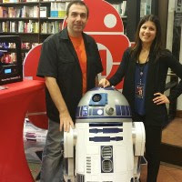 R2 at the Barnes And Noble Maker Faire
