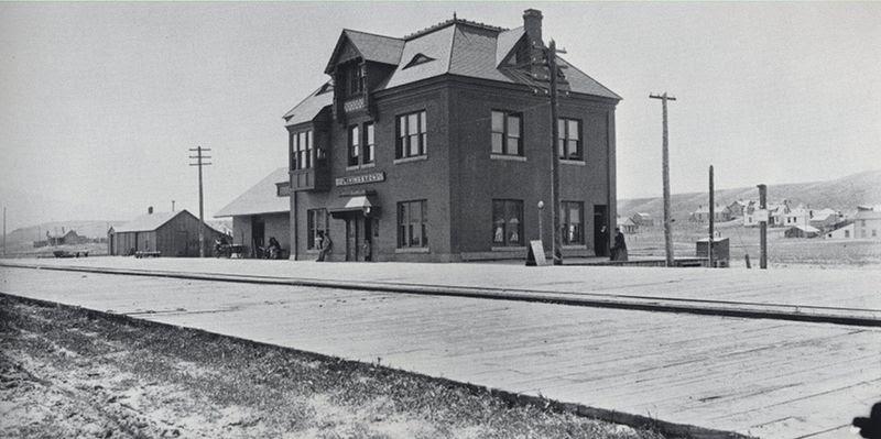 File:LivingstonMontanaNPPRDepot-Haynes1894.jpg