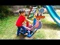 Naik Donal Bebek di Taman Bermain & Melihat Ikan Super Gede ❤ Riding a duck toy & great fish