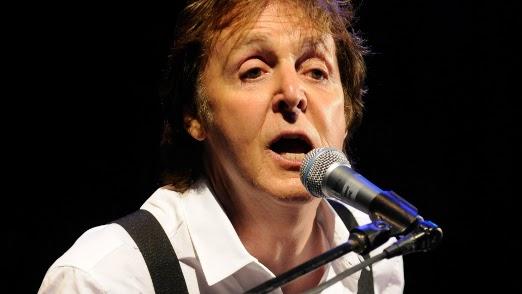 Para aniversário da esposa, Paul McCartney contrata cover dos Beatles