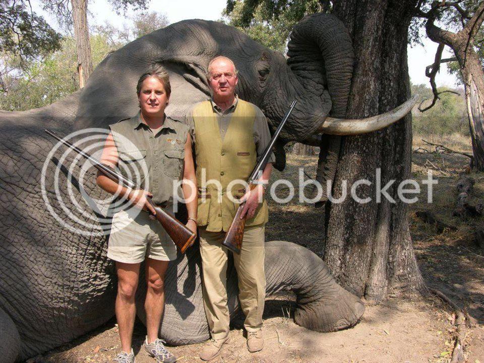 Rey cazando elefante