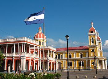Plaza de la independencia en la ciudad de Gran...