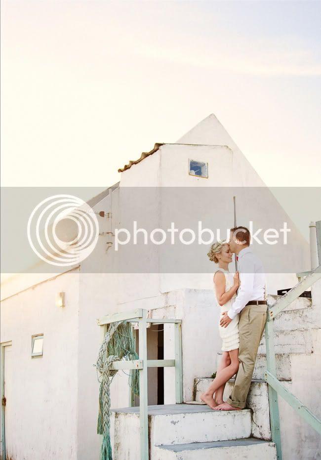 http://i892.photobucket.com/albums/ac125/lovemademedoit/welovepictures/StrandKombuis_Wedding_085-1.jpg?t=1324655026