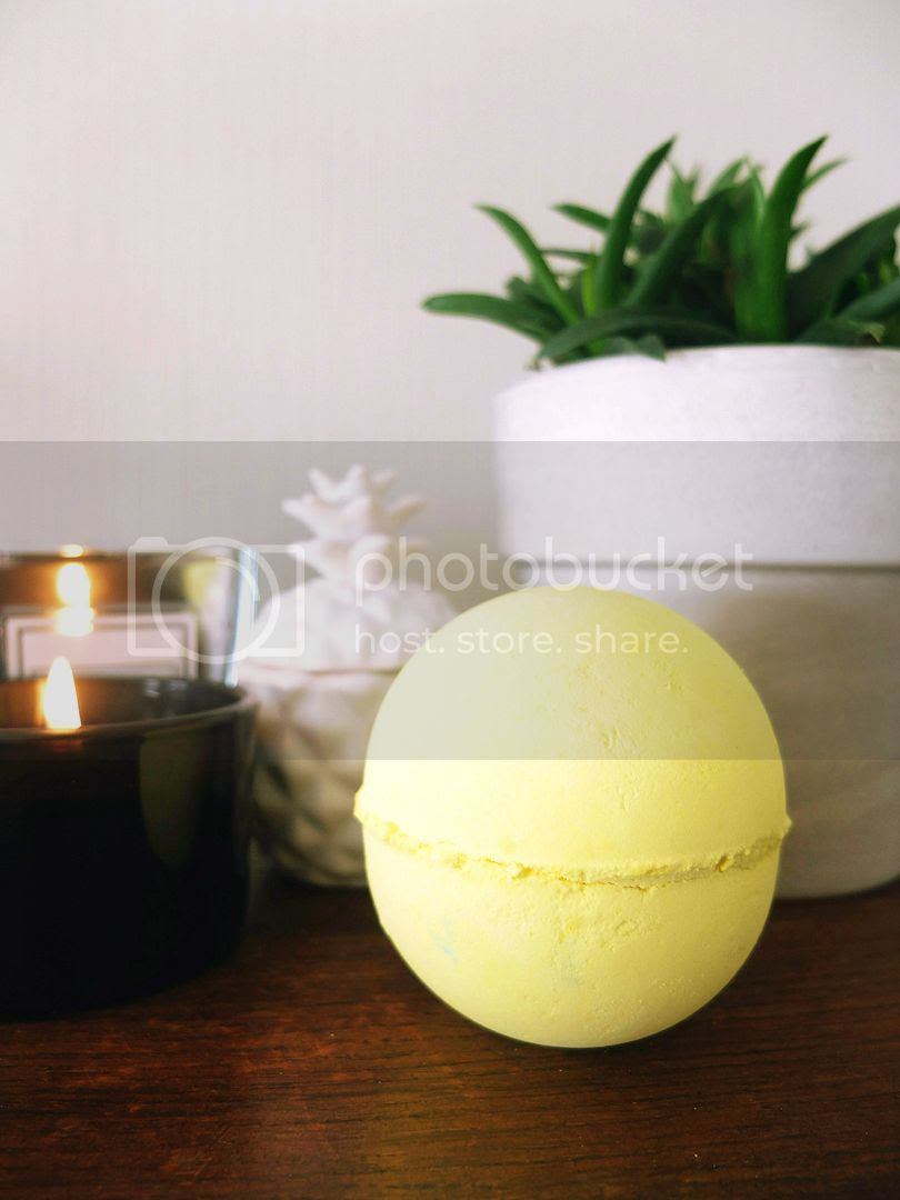 Lush Fizzbanger yellow bath bomb