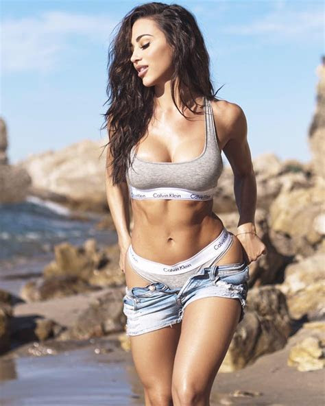Présentation d'Ana Cheri modèle fitness femme