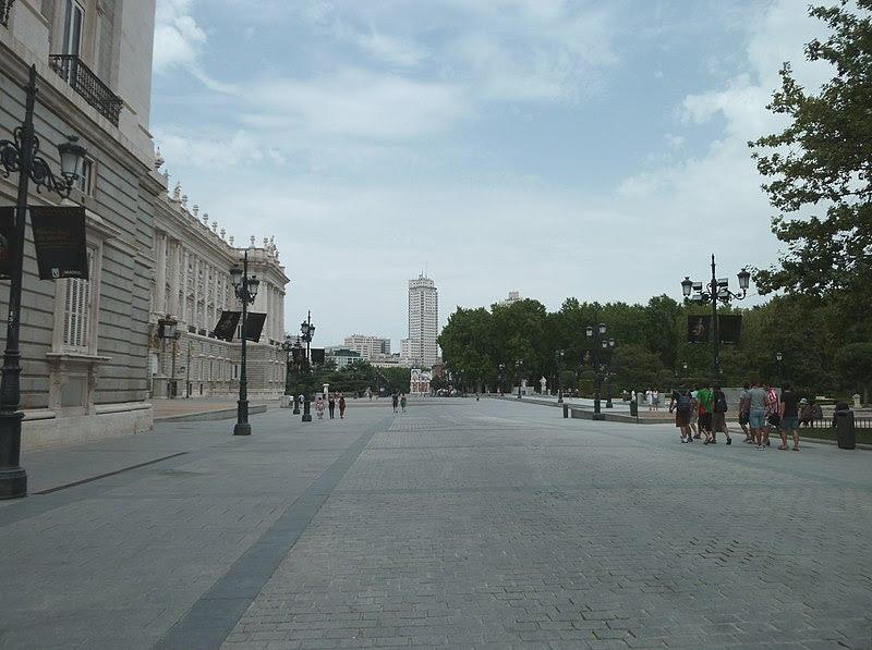 File:Calle de Bailén (Madrid) 04.jpg