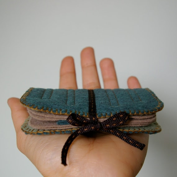 Deep Dark Woods: Little Wool Felt Needle Book