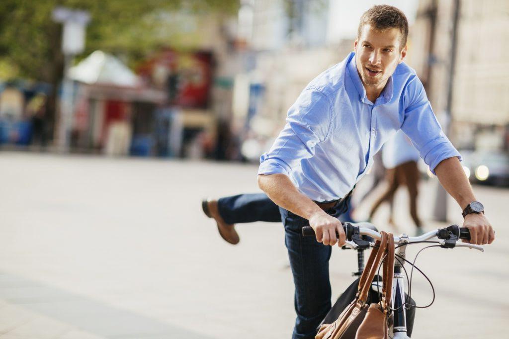 Saltare in sella alla propria bicicletta